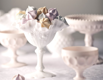 Petite Portion - About Milk Glass
